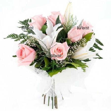 Букет от розови рози и бял лилиум