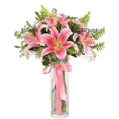 Доставка на букет от розови лилиуми и зеленина