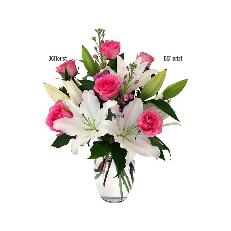 Доставка на букет от бели лилиуми и рози в София