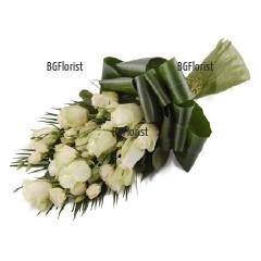 Доставка на Букет от бели рози за съболезнования