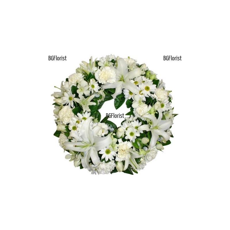 Доставка на траурен венец от бели цветя в София