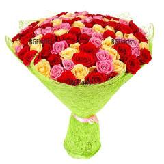 Доставка на букет от 101 разноцветни рози с куриер на адрес