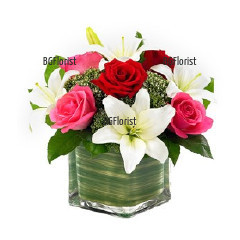 Send arrangement of roses and lilies to Plovdiv