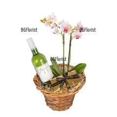 Поръчка и доставка на Орхидея и бяло вино в София