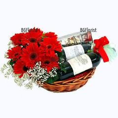 Поръчка на кошница с уиски вино и цветя