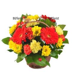 Доставка на кошница с цветя и зеленина с куриер