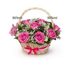 Доставка на кошница с розови рози