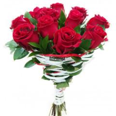 Доставка на букет от рози Обичам те