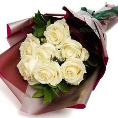 Доставка на букет от седем рози с куриер
