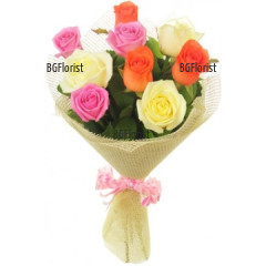 Доставка на букет от цветни рози и зеленина