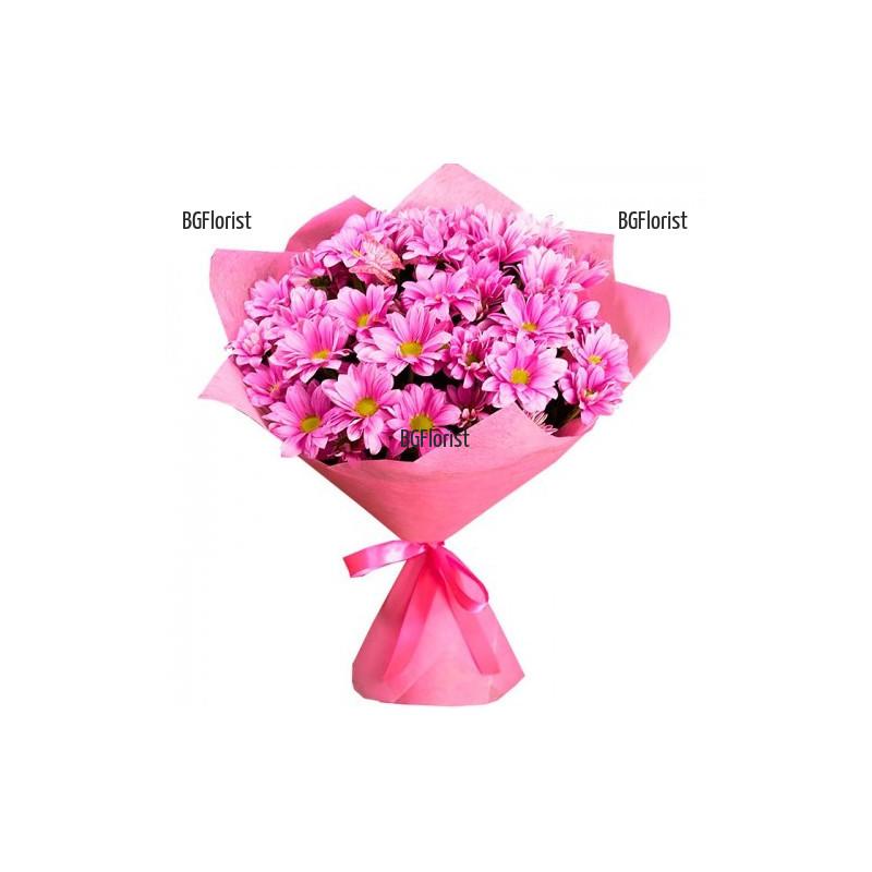 Нежен букет от розови хризантеми