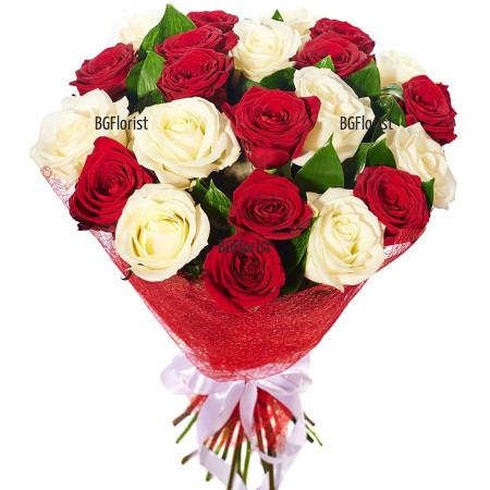 Доставка на букет от 35 бели и червени рози